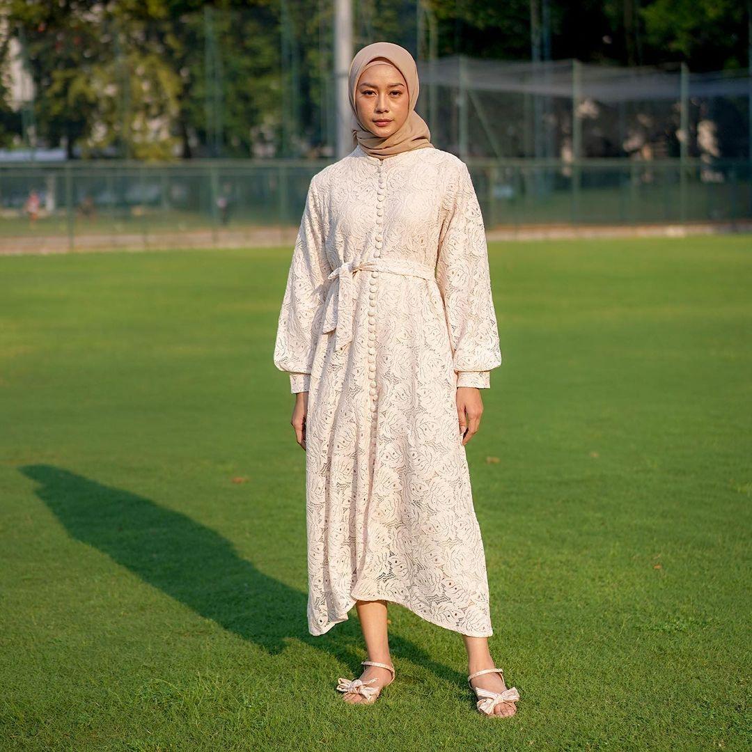 Nona Lace Dress in White (Dok. Nona)